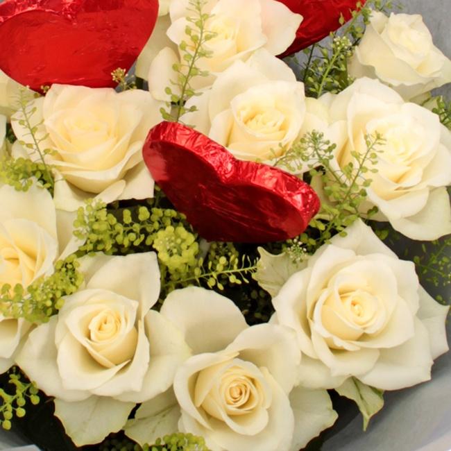 Rose & Chocolate Lollipop Bouquet